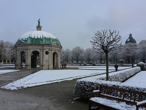 First snowfall in the Hofgarten in Munich