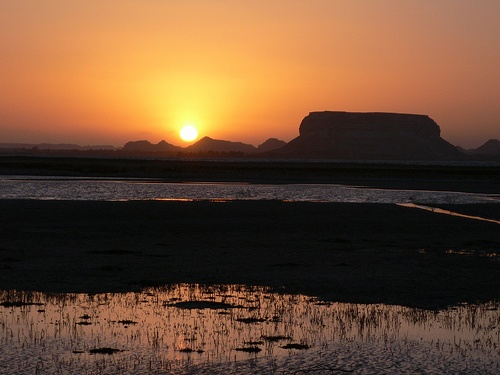 Sunset on Fatnas Island, Siwa in Egypt Photo: Heatheronhertravels