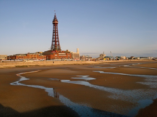 Blackpool Beach and Tower Photo: diamond geezer of Flickr