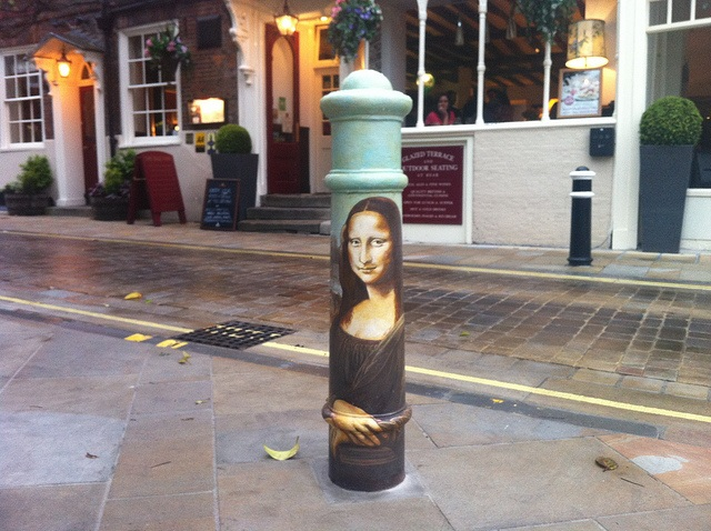 Mona Lisa Bollard in Winchester Photo: Heatheronhertravels.com