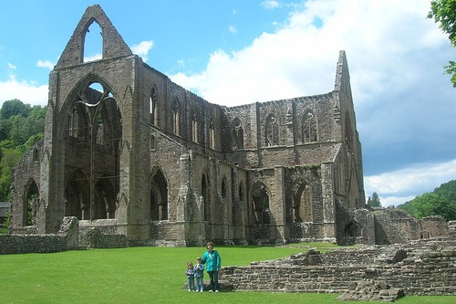 Tintern Abbey in Wales Photo: Alecea on Flickr