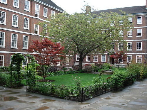 Inner Temple Gardens in London Photo: RachelH_ on Flickr