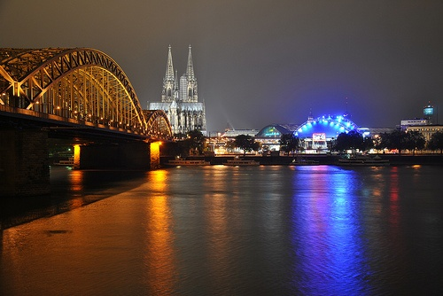 Cologne Cathedral and the river Rhine at night Photo: in_focus on Flickr