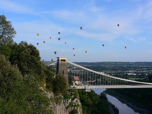 Balloons over the Clifton Suspension Bridge Photo: Heatheronhertravels.com