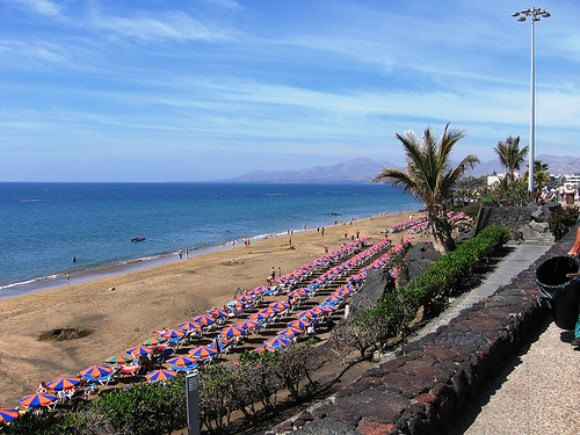 Beach in Puerto del Carmen, Lanzarote Photo:  Gienepien of Flickr