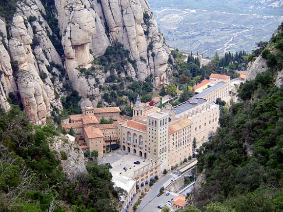 Hiker's view of the Montserrat Monastery, Spain Photo: plsg77 of Flickr