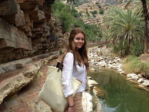 At Paradise Valley, Sophie Anne models her Anna Field Tote Bag from Zalando Photo: Heatheronhertravels.com