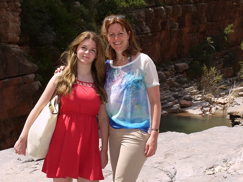 At Paradise valley Sophie Anne and Heather wear clothes from Zalando Photo: Heatheronhertravels.com