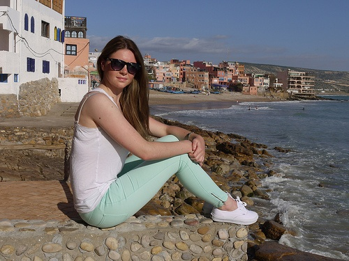 At Taghazout, Sophie Anne wears Villa Cleave Slim Fit Jeans from Zalando Photo: Heatheronhertravels.com