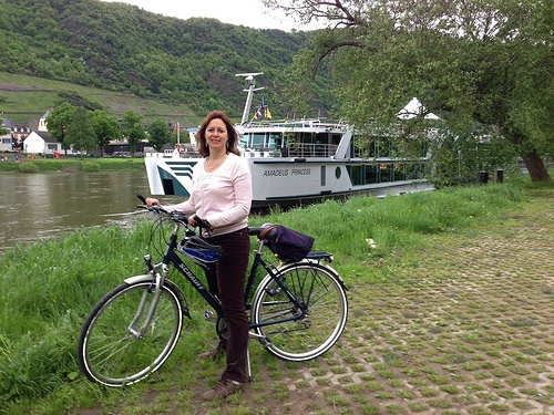 Cycle by the river Mosel at Cochem with Lüftner Cruises Photo: Heatheronhertravels.com