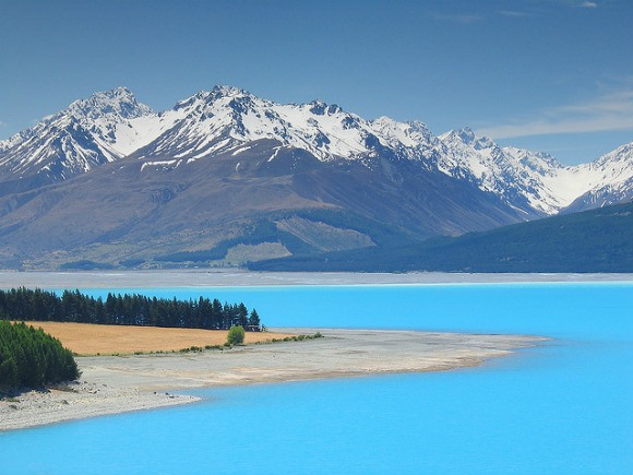 Turquoise colored water of Lake Pukaki Photo: Peter Nijenhuis of Flickr