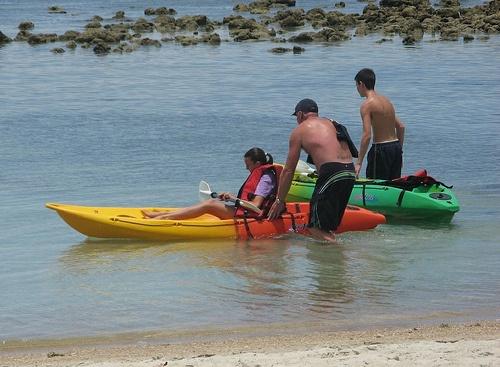 Family kayaking on Koh Samui Photo: ThailandRetreats.com