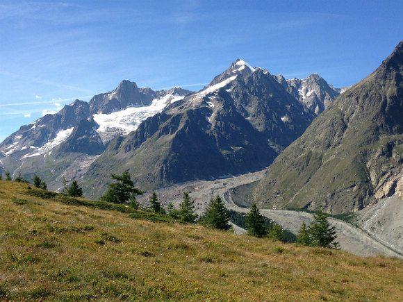 Tour de Mont Blanc above Val Veni between Courmayeur & Rifugio Elisabetta Photo: Heatheronhertravels.com