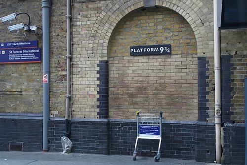 Platform 9 3/4 at Kings Cross Station Photo: eddiejdf on Flickr