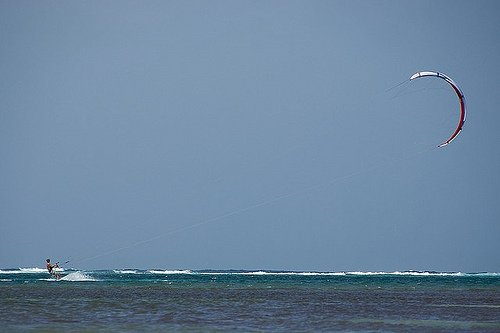 Kite Surfing on Grand Cayman Photo: squirrelmachine.org