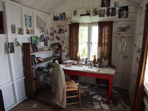 Dylan Thomas writing shed at Laugharne