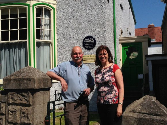 Heather with Geoff Hadden, owner of the Dylan Thomas Birthplace at 5 Cwmdonkin Drive Photo: Heatheronhertravels.com
