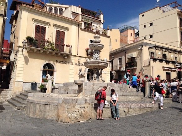 Fountain square in Taormina Photo: Heatheronhertravels.com