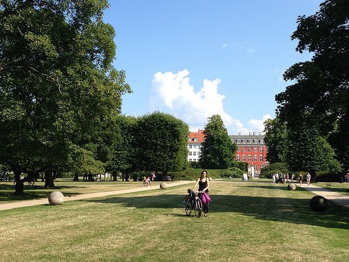 A picnic in the Kings Garden Kongens Have in Copenhagen Photo: Heatheronhertravels.com