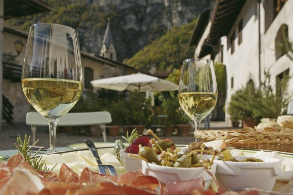 Cycling and wine tasting on the South Tyrol Wine route Photo: suedtirol.info