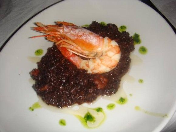 Prawn on black rice and honey sauce