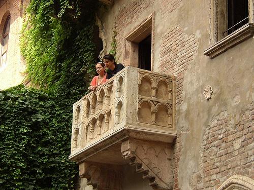 Juliet's balcony in Verona Photo: Jeroen Van Luin on Flickr