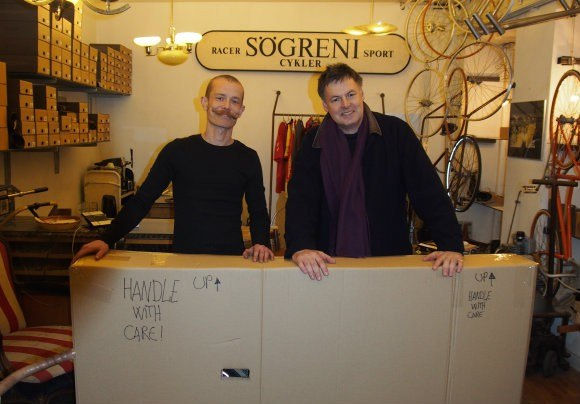 Peter from Sogreni and Guy with his new bike packaged up for the airport Photo: Heatheronhertravels.com