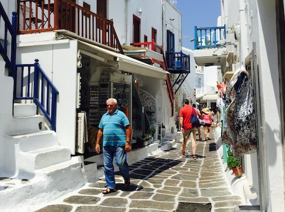 Walking Around the Streets of Mykonos, Greece Photo: Heatheronhertravels.com