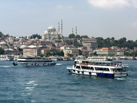 Ferries in near the Galata bridge in Istanbul Photo: Heatheronhertravels.com