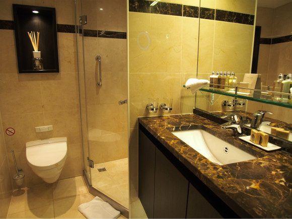 Bathroom on Avalon Visionary Photo: Heatheronhertravels.com
