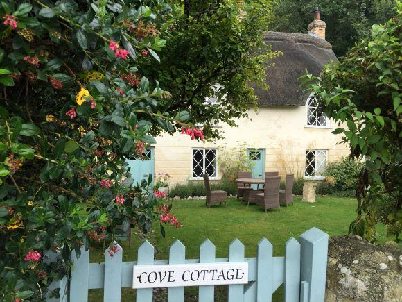Dorset cottage at Lulworth cove Photo: Heatheronhertravels.com