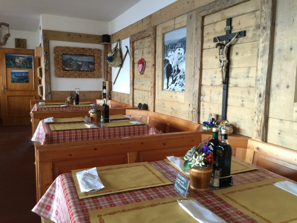 Dining room at Kolnerhutte in South Tyrol Photo: Heatheronhertravels.com