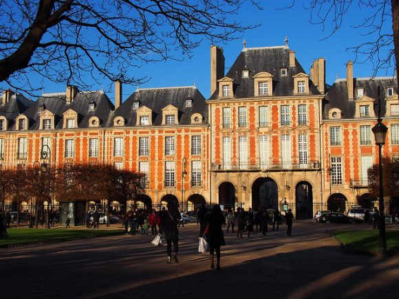 Place des Vosges, Paris Photo: Heatheronhertravels.com