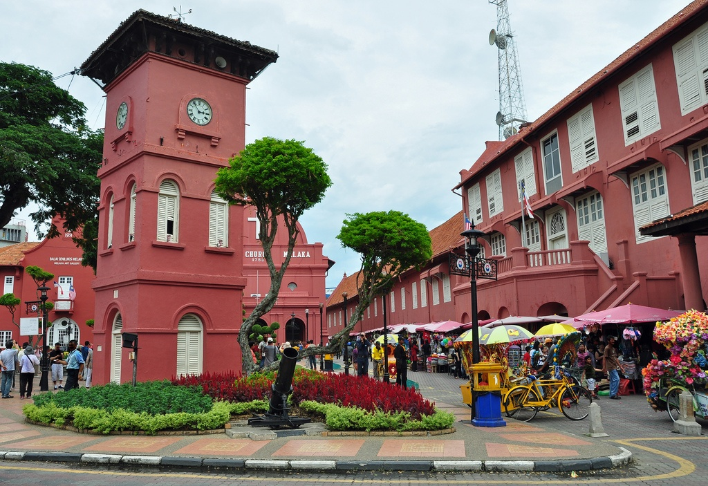 Stadthuys in Malacca photo: roaming-the-planet on Flickr