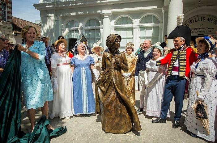 Jane Austen Statue in Basingstoke